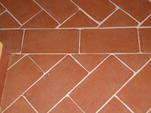 Come Pulire Le Piastrelle Di Terracotta : Trattamento e pulizia del pavimento in cotto: 3 consigli per proteggerlo