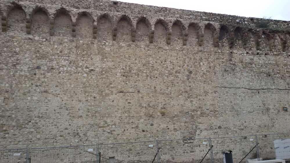 La differenza tra le mura da pulire e quelle già pulite