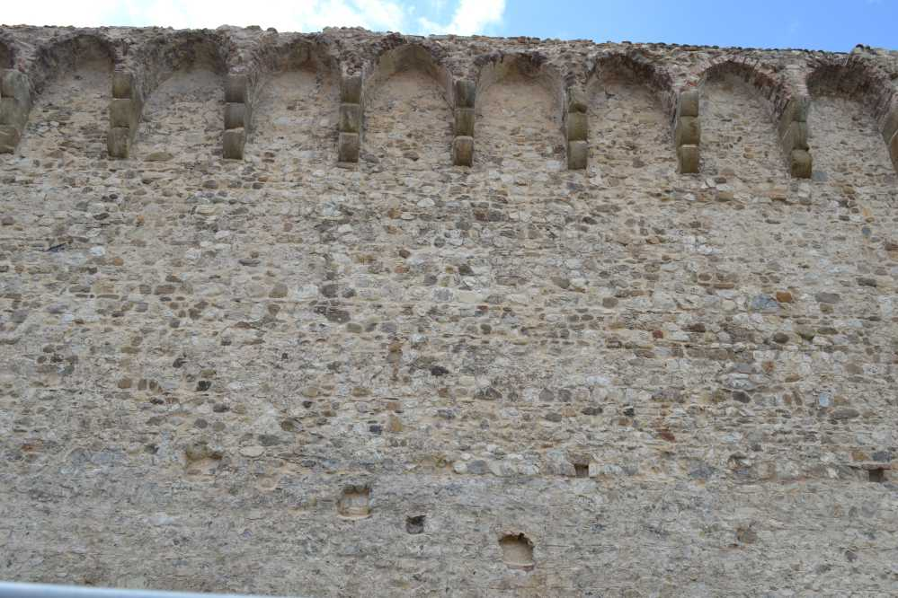 Le mura dopo la pulizia e il restauro