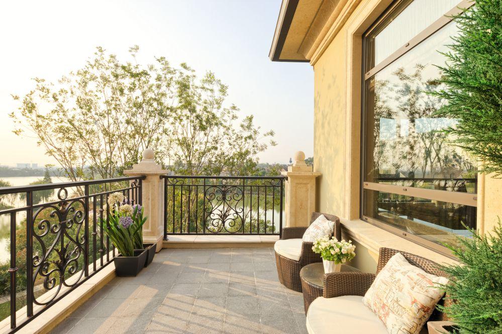 Un bel terrazzo arredato con gusto