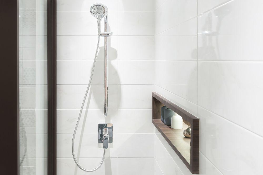 Una doccia perfettamente pulita dopo il trattamento anticalcare