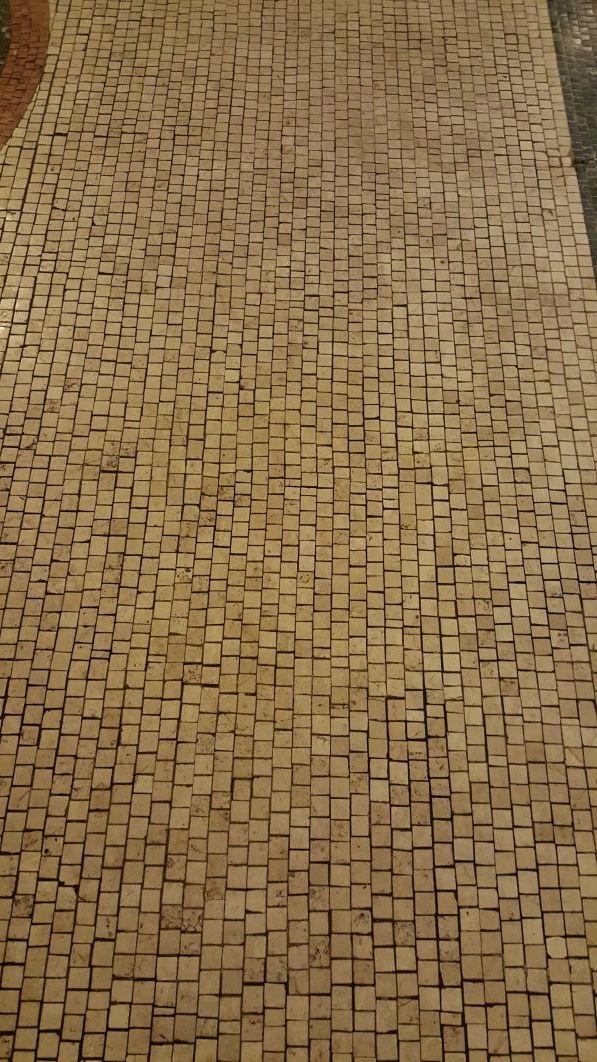 Particolare del pavimento macchiato