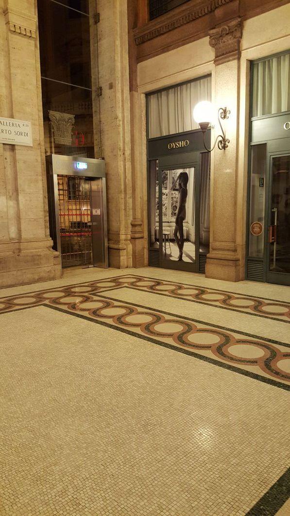 Pavimento in marmo pulito e trattato