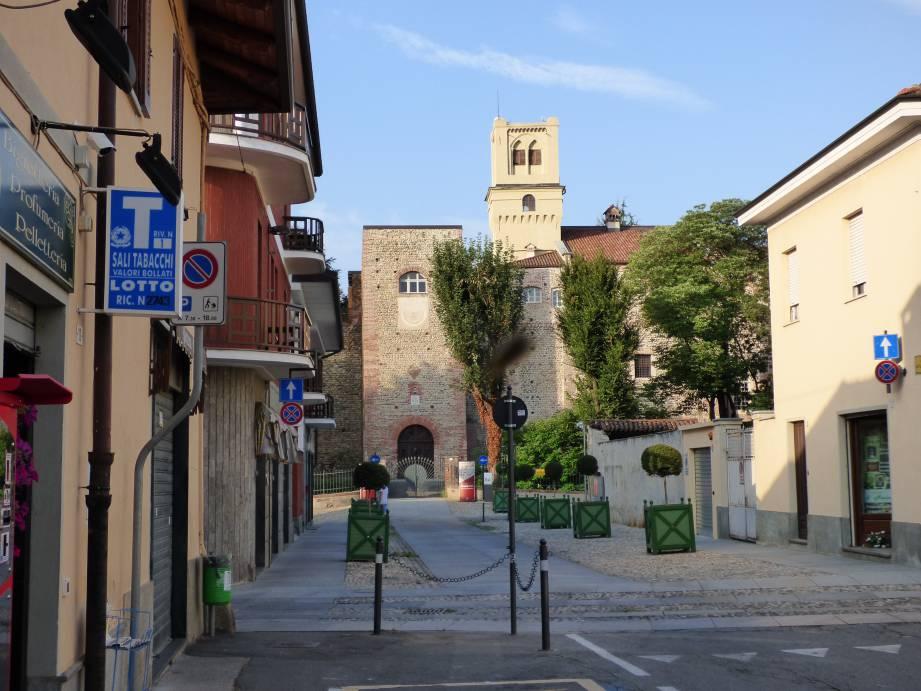 Il castello di Rivalta come appare dal paese: una vera fortezza
