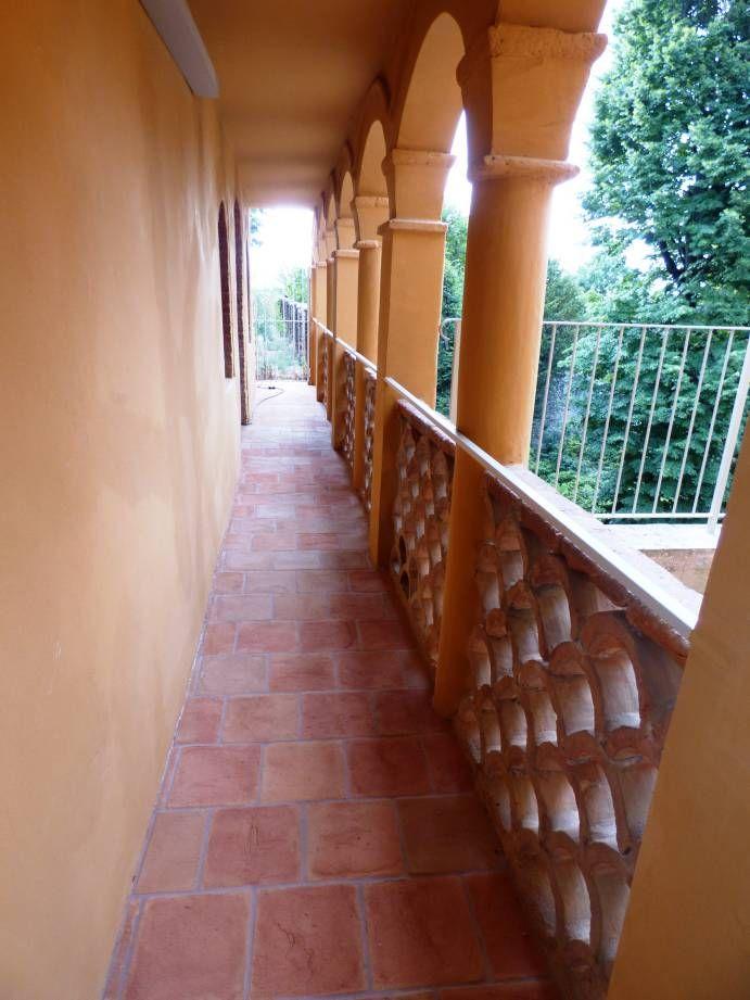 Pulizia del pavimento in cotto esterno