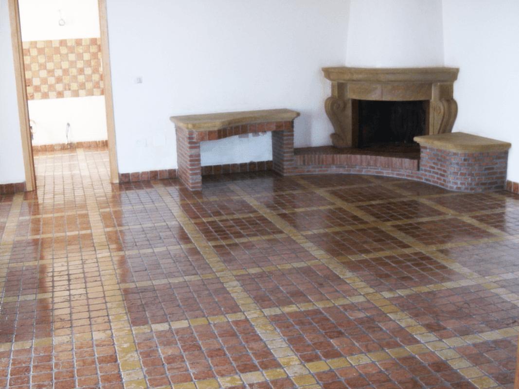Pavimento Rosso Lucido : Pulizia marmo: come trattare un pavimento in ciottoli di marmo