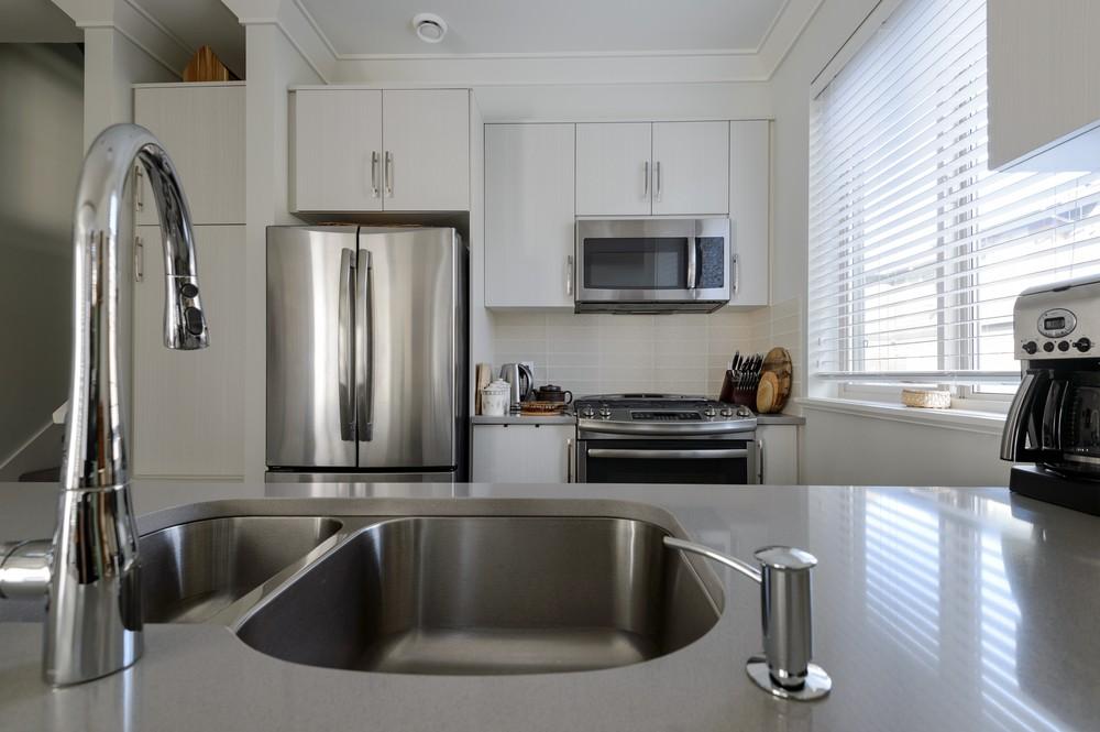 Come pulire l\'acciaio inox delle nostre cucine?
