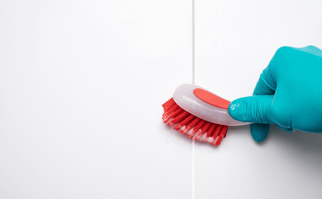 Come-pulire-le-fughe-dei-pavimenti-senza-fatica