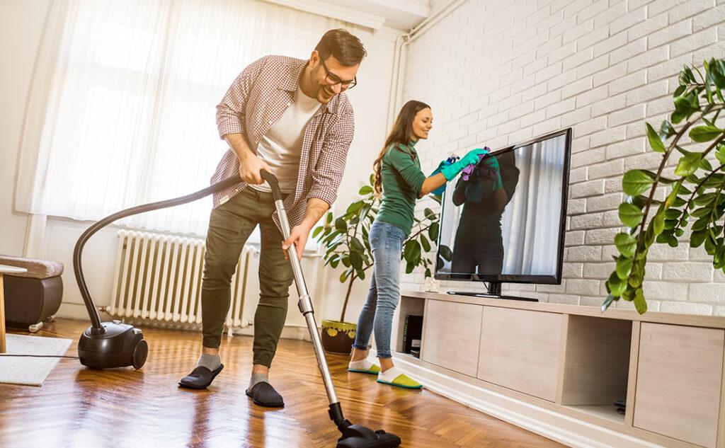 Fare le pulizie a casa al rientro delle vacanze